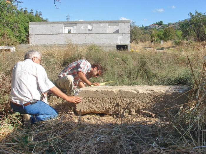 Découverte fortuite d'un bloc monumental à proximité d'une maison en construction tout près de la colline…